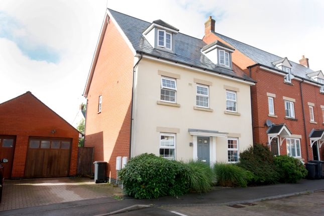 Thumbnail Detached house for sale in Birkdale Close, Swindon