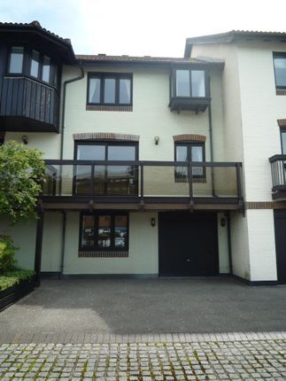 3 bedroom terraced house to rent in Moorhead Court, Ocean Village, Southampton