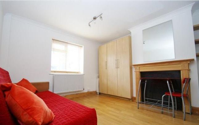 Thumbnail Studio to rent in Hoylake Road, London