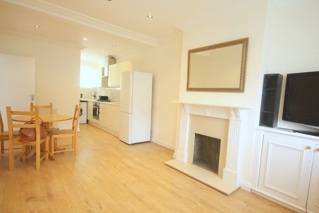 Thumbnail Flat to rent in Vale Parade, London