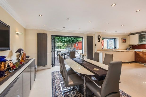 Thumbnail Property to rent in Thames Crescent, Chiswick