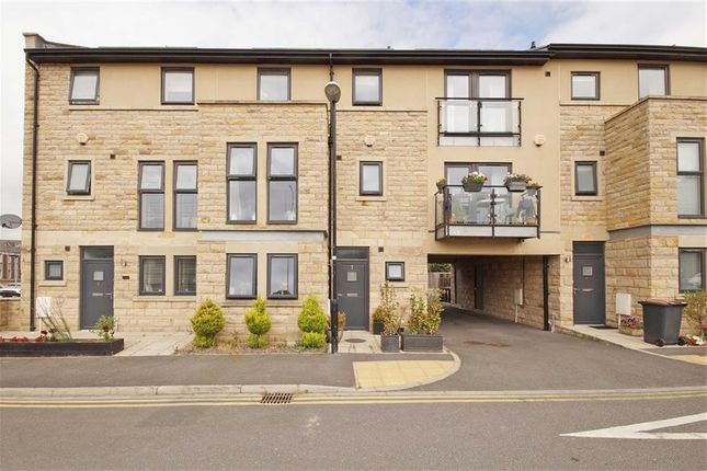 Thumbnail Town house to rent in Myrtle Square, Harrogate, North Yorkshire