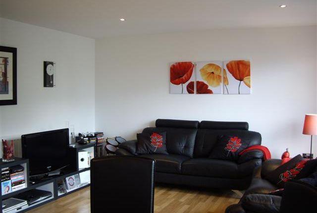 Thumbnail Flat to rent in Dunlop Street, Glasgow