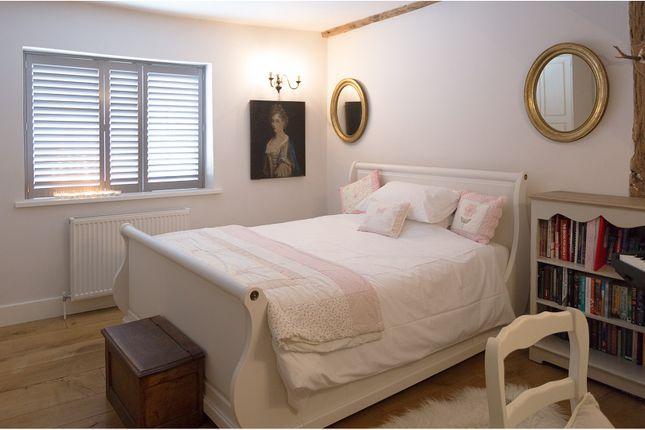 Bedroom of 2 High Street, Hadlow TN11