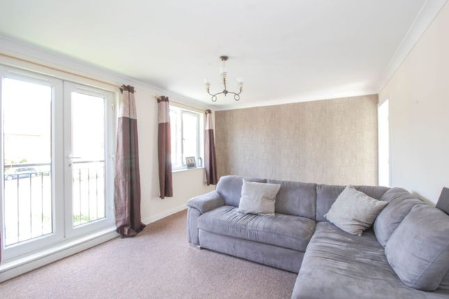 Living Room of 10 Great Western Road, Gloucester GL1