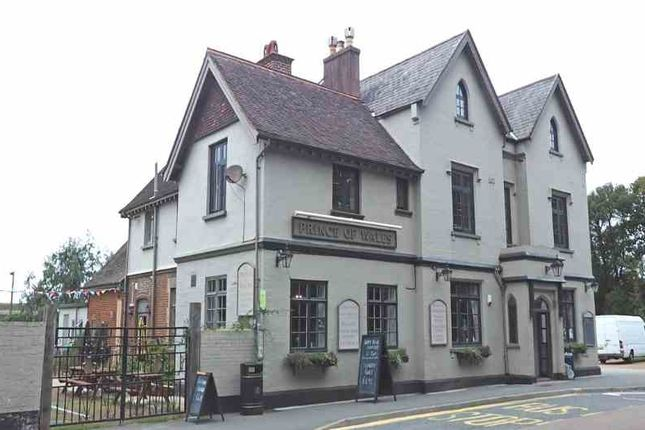 Thumbnail Pub/bar for sale in York Avenue, East Cowes