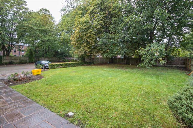 Communal Gardens of Brentwood Court, Sandwich Road, Ellesmere Park M30