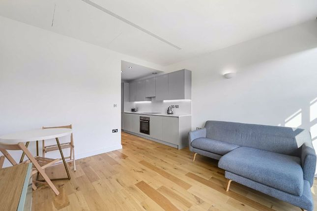 Thumbnail Studio to rent in Western Avenue, Perivale, Greenford