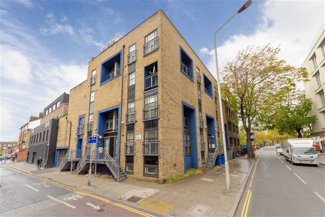 Thumbnail Property for sale in Graduate Place, London