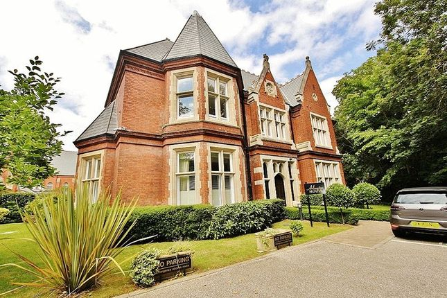 2 bed flat to rent in Regents Drive, Woodford Green
