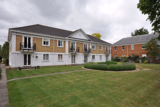 Thumbnail Flat to rent in Simmons Place, Staines Upon Thames, Surrey