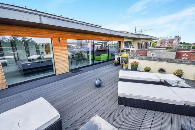 Thumbnail Penthouse for sale in Orchard Place, Southampton