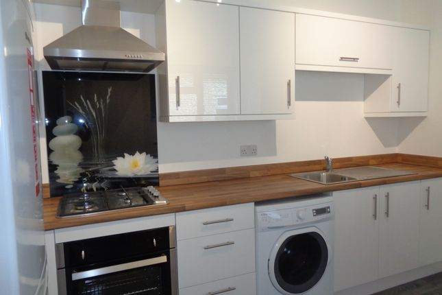 Thumbnail Flat to rent in London Road, Hook