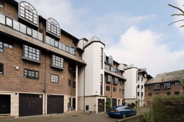 Thumbnail Flat to rent in Rope Street, London
