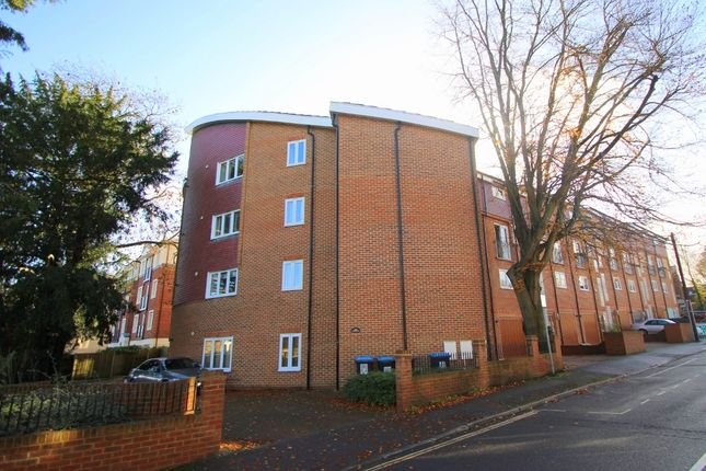 Thumbnail Flat to rent in Maypole Road, East Grinstead