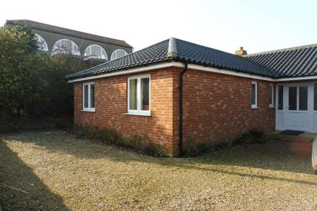 Thumbnail Bungalow to rent in Cliff Road, Overstrand, Cromer