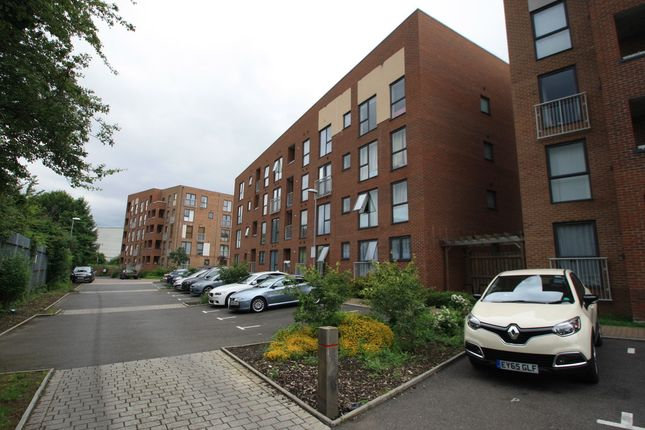 2 bed flat for sale in Draper Close, Grays