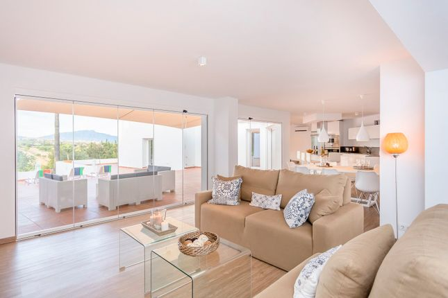 4 bed villa for sale in The New Golden Mile, Estepona, Málaga, Andalusia, Spain