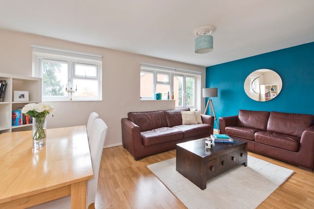 3 bed flat for sale in Blyth Road, Bromley