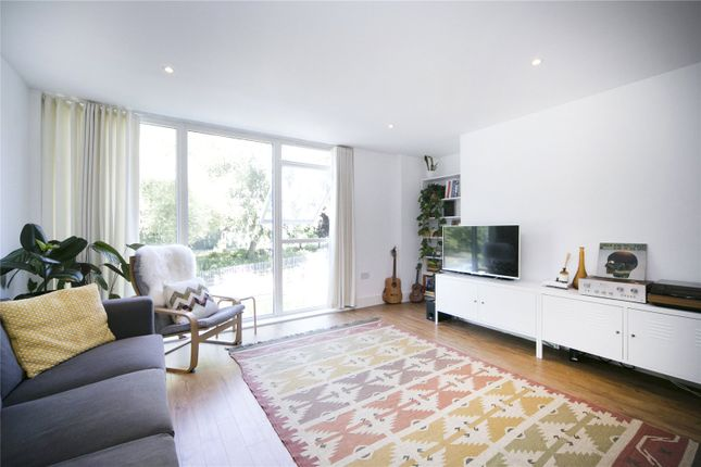 2 bed flat for sale in Gunmakers Lane, Old Ford Road