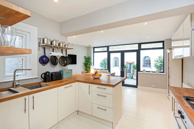3 bed flat for sale in Dorothy Road, London SW11