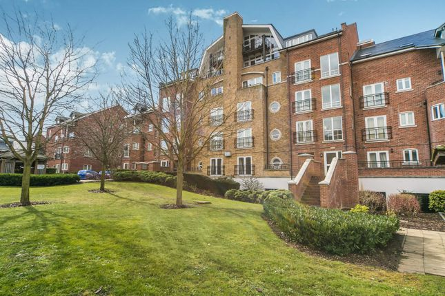 Thumbnail Flat to rent in Aveley House, Reading