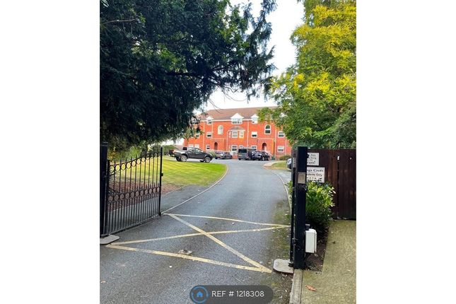 2 bed flat to rent in Kingsmill Road, Wrexham LL13