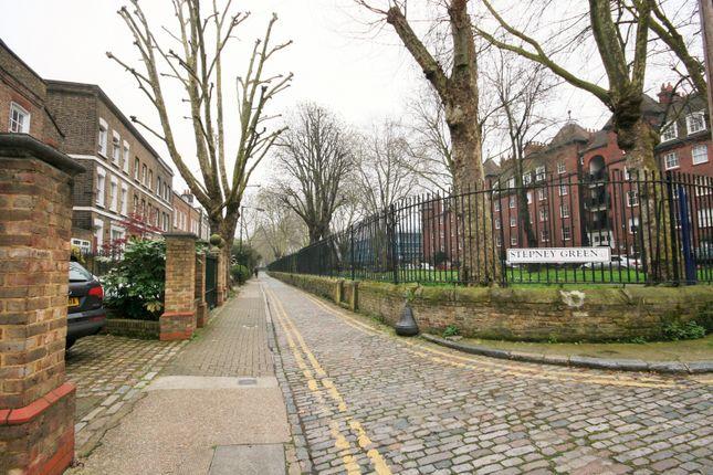 Gallery of Hayfield Passage, London E1