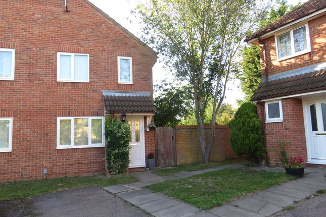 Thumbnail Property for sale in Albrighton Croft, Highwoods, Colchester