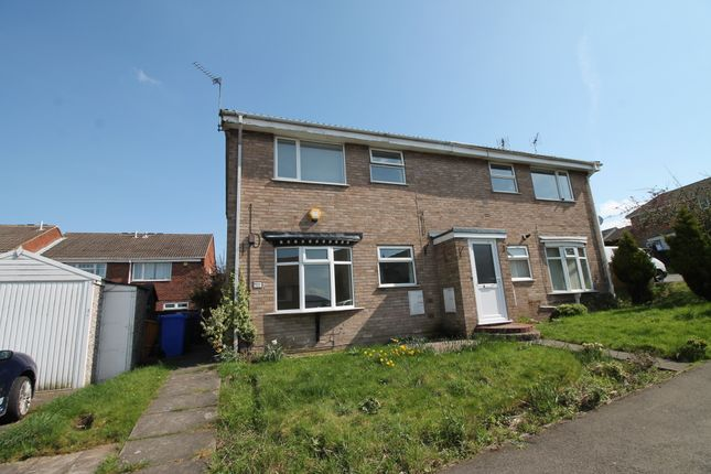 Thumbnail Maisonette to rent in Almond Rise, Forest Town, Mansfield, Nottinghamshire