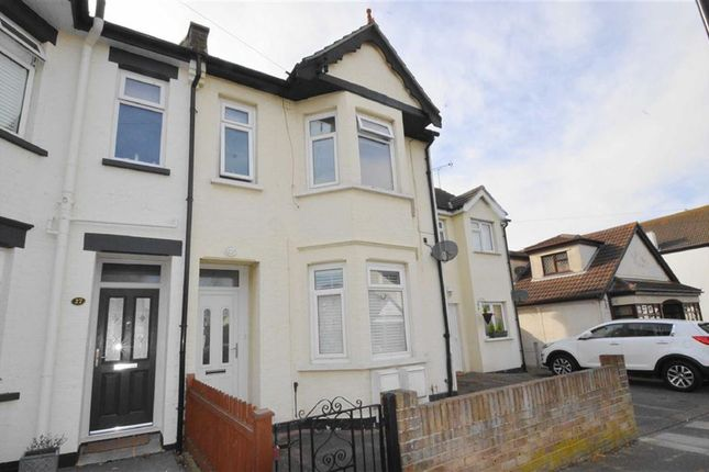 Thumbnail Flat for sale in St Clements Avenue, Leigh-On-Sea, Essex