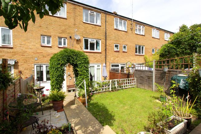 Thumbnail Terraced house for sale in Barley Croft, Hemel Hempstead