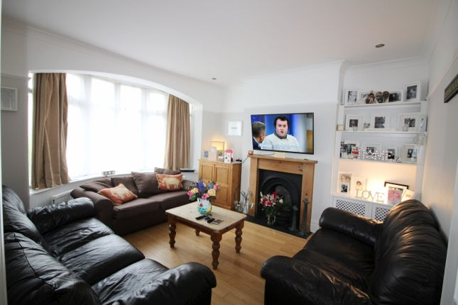3 bed terraced house to rent in Manor Drive, Whetstone