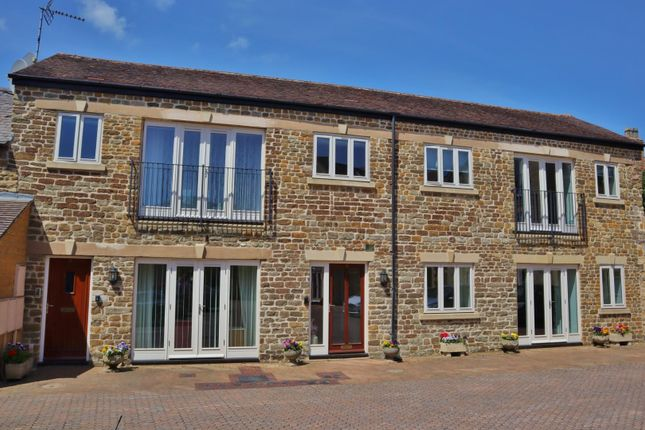 2 bed flat for sale in Burley Road, Oakham LE15