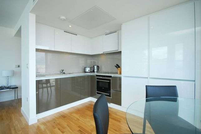 2 bed flat for sale in The Landmark, Canary Wharf
