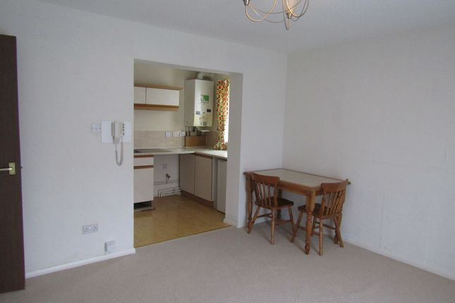 Thumbnail Flat to rent in Sugar Hill Close, Leeds