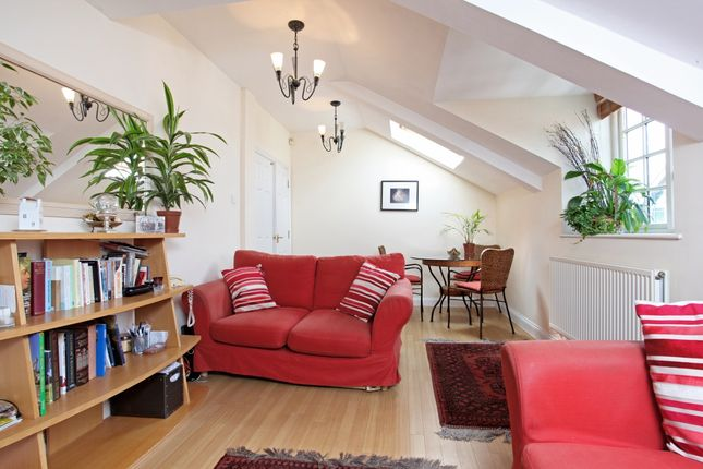 2 bed flat to rent in 12 Temple Gate, Temple Road, Windsor, Berkshire