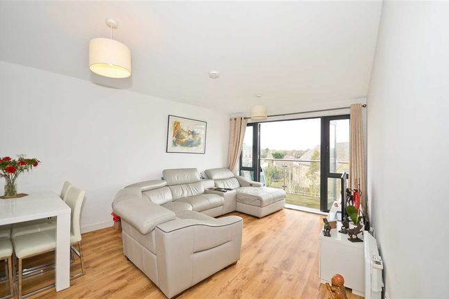Thumbnail Flat for sale in Arc Court, Friern Barnet