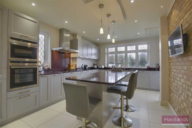 Thumbnail Property for sale in Broadfields Avenue, Winchmore Hill, London