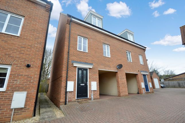 3 bed property to rent in Attoe Walk, Norwich NR3