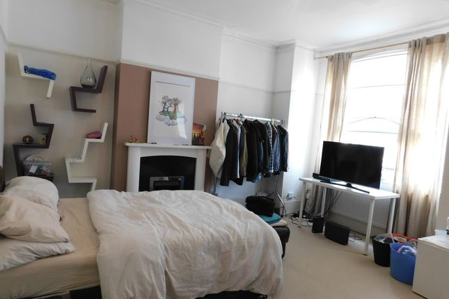 Thumbnail Flat to rent in Cobham Road, Norbiton, Kingston Upon Thames