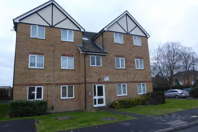 Thumbnail Flat to rent in Common Road, Langley, Slough