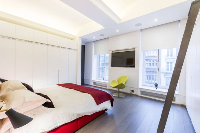 Thumbnail Flat for sale in Whitehall, St James's