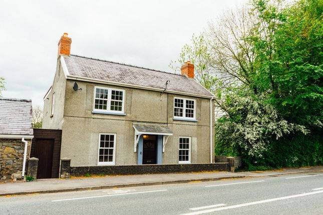 Thumbnail Detached house to rent in Llangunnor Road, Llangunnor, Carmarthen