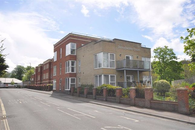 Thumbnail Flat to rent in Cainscross Road, Stroud