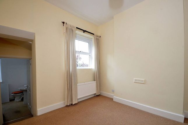 Thumbnail Flat to rent in Walton Road, West Molesey