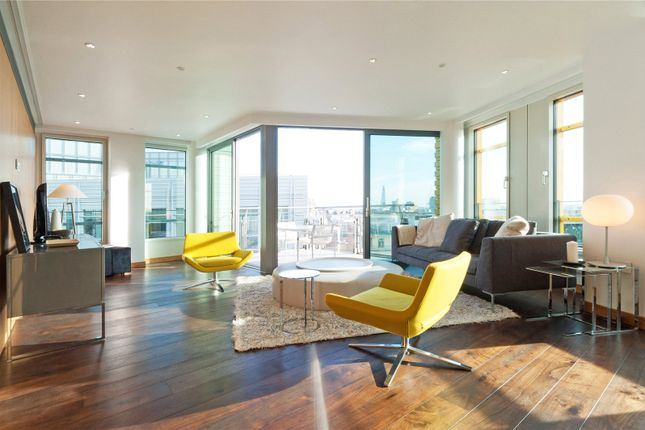 Thumbnail Flat to rent in Central St. Giles Piazza, London
