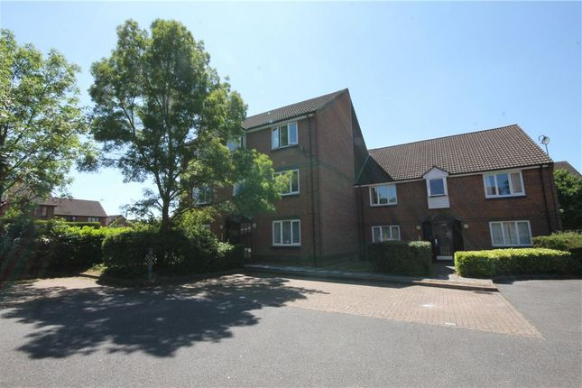 Thumbnail Flat for sale in Dairymans Walk, Guildford, Surrey