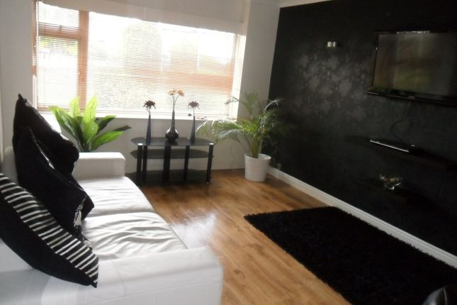 Thumbnail Flat to rent in Queens Court, Moortown, Leeds