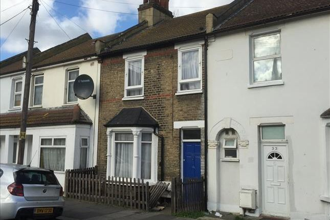 Thumbnail Terraced house for sale in 32 Oaklands Park Avenue, Ilford